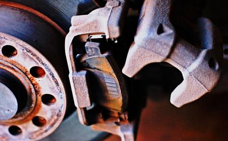Смена колодок на задних дисковых тормозах Volkswagen Jetta