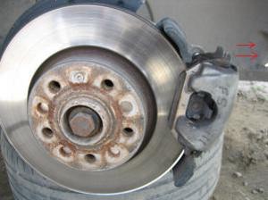 меняем передние колодки на VW Jetta