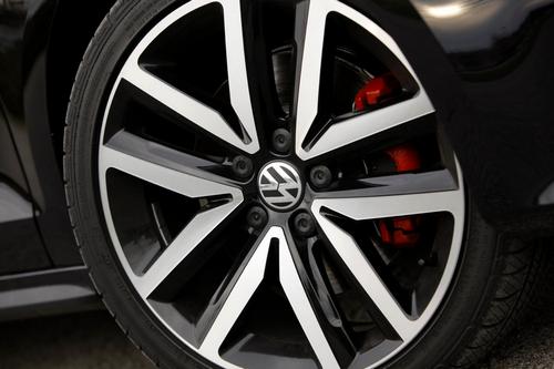 Диски дополняющие экстерьер VW Jetta