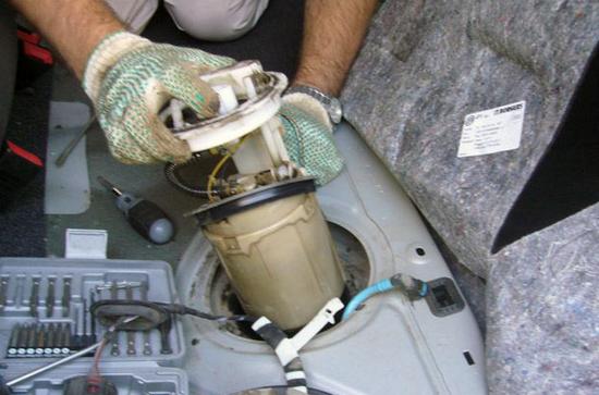 снятие бензонасоса Volkswagen Jetta