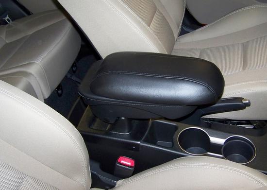 Как и описывали ранее, черный аксессуар смотрится и со светлым салоном  Volkswagen Jetta.